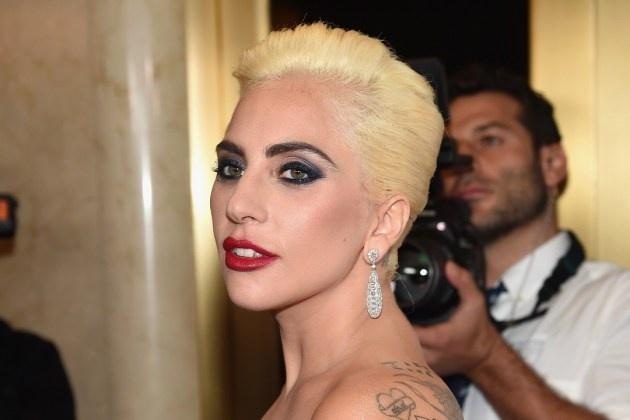 Lady Gaga tuong niem nguoi da khuat trong album moi hinh anh