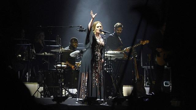 Adele lai muon 'ao trang em den truong' hinh anh 2
