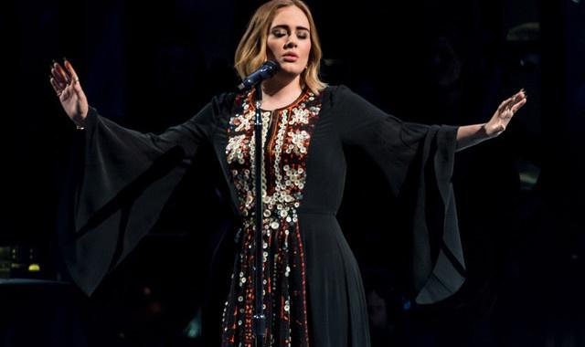 Adele lai muon 'ao trang em den truong' hinh anh 3