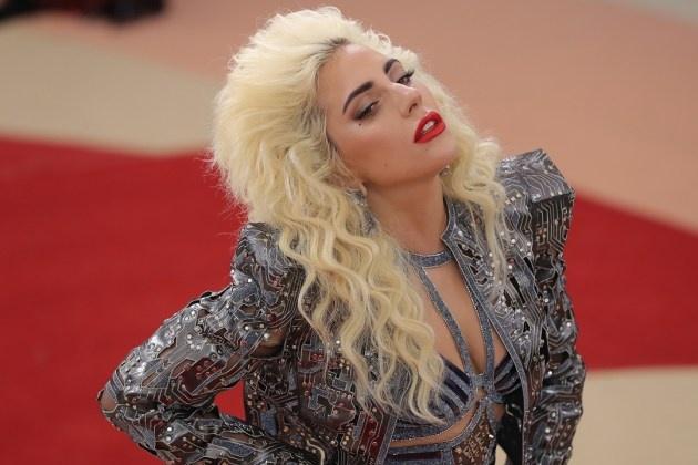 Lady Gaga khong duoc chao don ngay tro lai? hinh anh 1