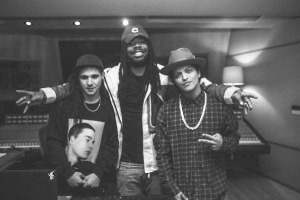 DJ Skrillex: 'Album moi cua Bruno Mars khac la va dang cap' hinh anh 3