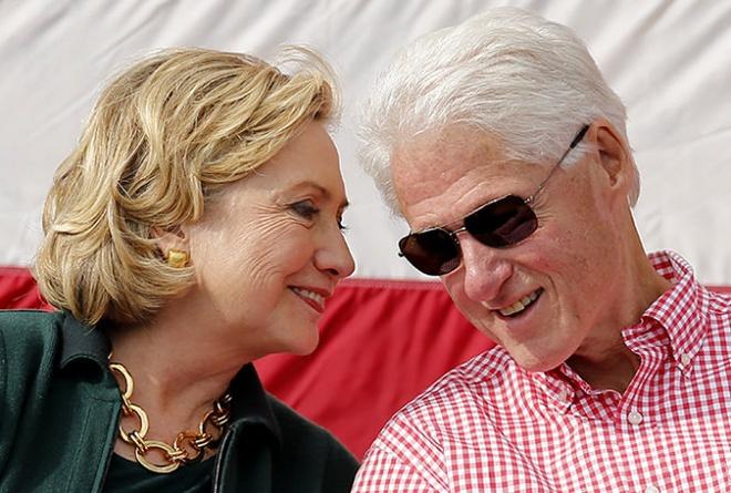 """Cuu tong thong My Bill Clinton trai long ve hon nhan hinh anh 1 """"Mỗi khi tôi gặp rắc rối, bà ấy lại trở thành trụ cột trong gia đình tôi"""", cựu tổng thống Mỹ nói. Ảnh: Reuters"""