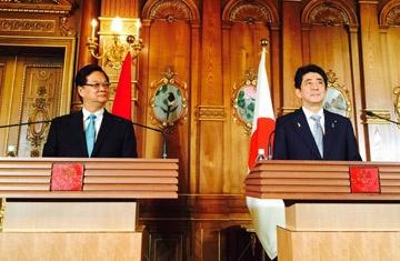 Viet - Nhat co ban ket thuc dam phan song phuong TPP hinh anh 1 Thủ tướng Nguyễn Tấn Dũng và Thủ tướng Nhật Bản Shinzo Abe đã có cuộc họp báo với báo chí hai nước.
