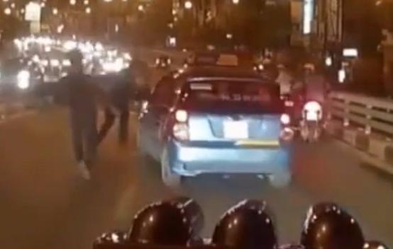 Taxi bi xe Ranger bam duoi truoc khi gay tai nan? hinh anh