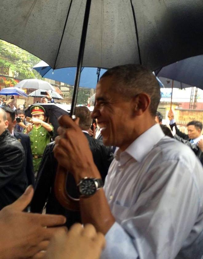 Ong Obama ghe quan tra da tren duong ra san bay hinh anh 4
