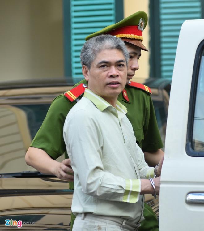 Chu toa truy viec Nguyen Xuan Son khai dung hon 300 ty di doi ngoai hinh anh 1