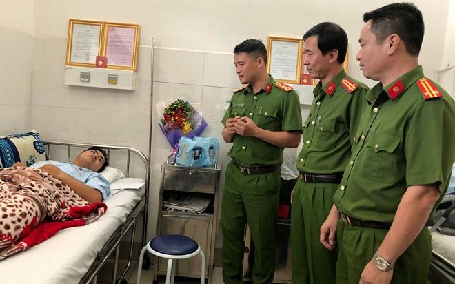 Bo truong Lao dong ung ho cong nhan 2 'hiep si' o TP.HCM la liet si hinh anh 2
