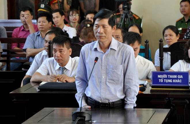 Khoi to Pho giam doc Benh vien da khoa tinh Hoa Binh hinh anh 1