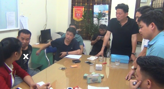 Nguoi dan ong Trung Quoc mang 102 the ATM gia di rut tien hinh anh 2