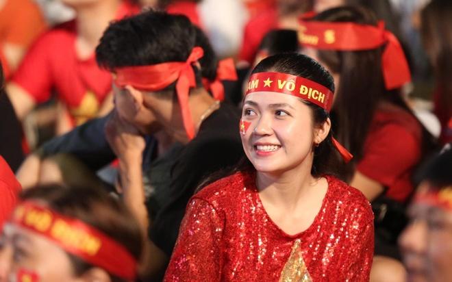 Pho di bo Nguyen Hue dong kin nguoi, bai gui xe het cho hinh anh