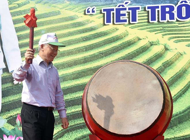 Tong bi thu, Chu tich nuoc Nguyen Phu Trong phat dong Tet trong cay hinh anh 1