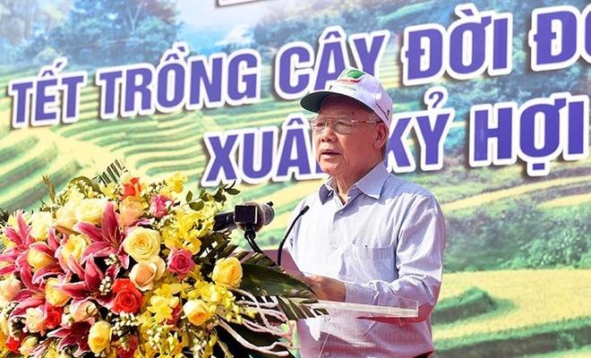 Tong bi thu, Chu tich nuoc Nguyen Phu Trong phat dong Tet trong cay hinh anh