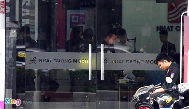 Bo Cong an kham xet dong loat he thong cua hang Nhat Cuong Mobile hinh anh 3
