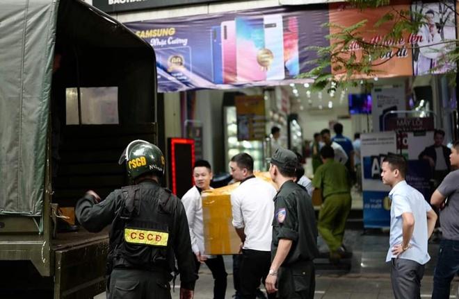 Bo Cong an kham xet dong loat he thong cua hang Nhat Cuong Mobile hinh anh 1