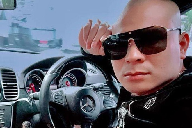 Quang 'Rambo' livestream ke viec doi no thue hinh anh