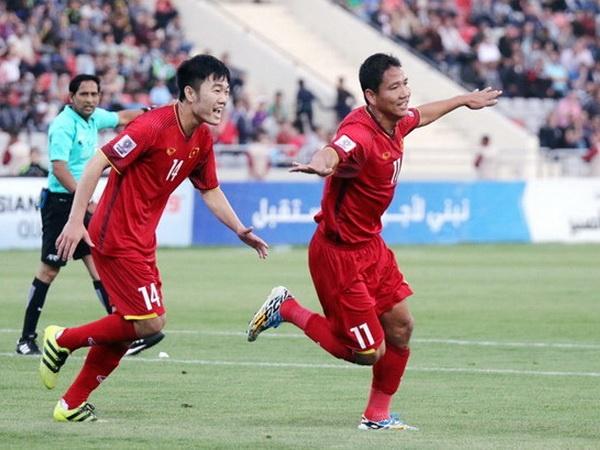 Doi tuyen Viet Nam chi con kem top 100 FIFA 3 bac hinh anh