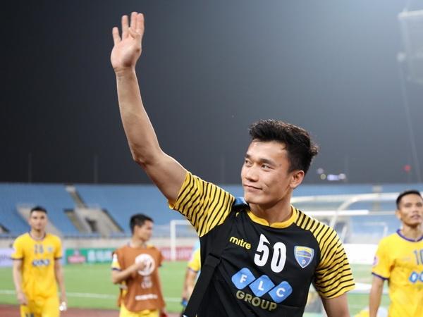 Bui Tien Dung tai xuat an tuong, CLB Thanh Hoa vao tu ket cup quoc gia hinh anh
