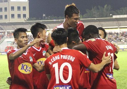 HAGL 2-2 CLB Ha Noi: Cong Phuong, Quang Hai ghi ban hinh anh