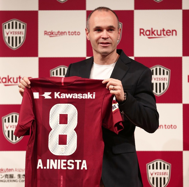 Iniesta rang ro trong buoi ra mat doi bong Nhat Ban hinh anh 6