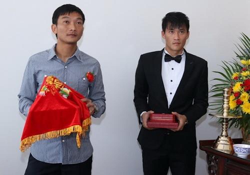 Hong Tien: Doi bong thua thi dung hong goi duoc Cong Vinh hinh anh