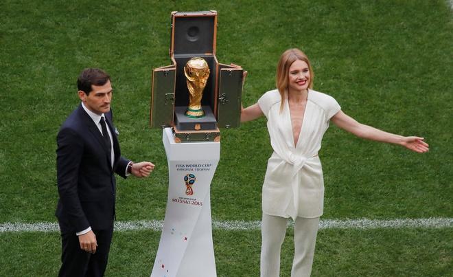 Le khai mac World Cup: Casillas ruoc cup vang, Ro 'beo' cuoi rang ro hinh anh 1
