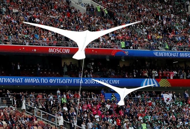Le khai mac World Cup: Casillas ruoc cup vang, Ro 'beo' cuoi rang ro hinh anh 2