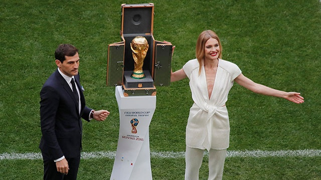 Le khai mac World Cup: Casillas ruoc cup vang, Ro 'beo' cuoi rang ro hinh anh
