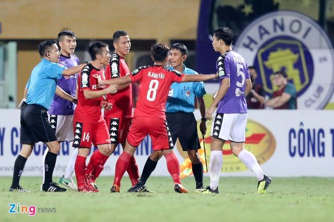 Quang Hai tra dua Tan Tai trong ngay CLB Ha Noi de bep Binh Duong hinh anh 3