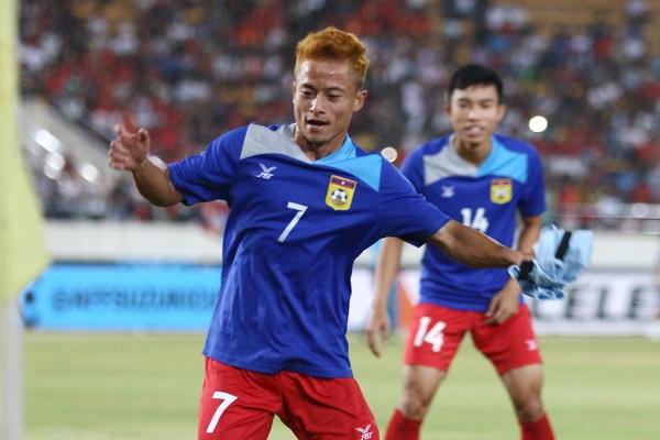 Vi sao 'Messi Lao' khong ra san trong tran thua tuyen Viet Nam? hinh anh