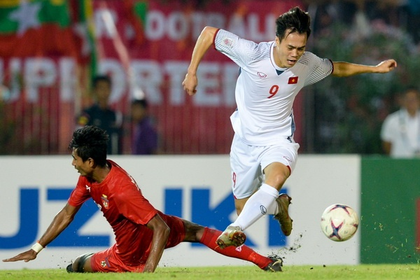 Vi sao tuyen Viet Nam khong choi tan cong ap dat o AFF Cup? hinh anh