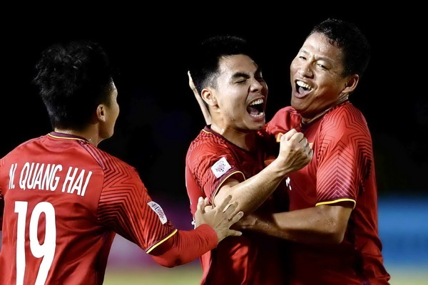 Viet Nam vs Philippines: 10 nam sau Calisto, thay Park se lap ky cong? hinh anh