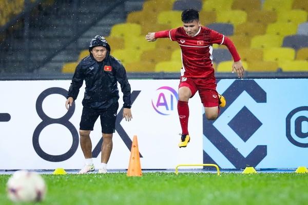 Tuyen Viet Nam dam mua tap luyen truoc chung ket AFF Cup voi Malaysia hinh anh