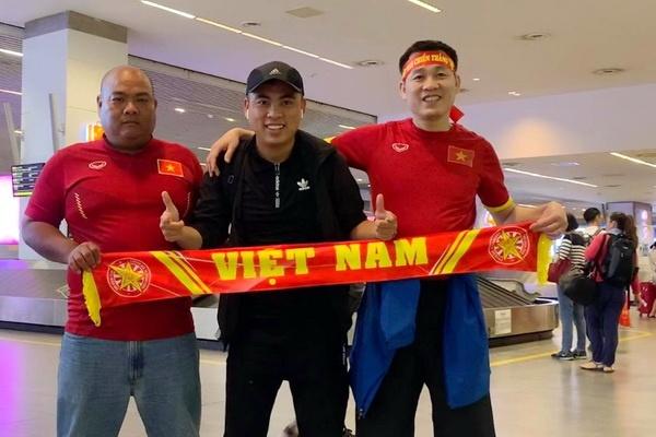 CDV Viet Nam bi duoi danh khi toi Malaysia xem tran chung ket AFF Cup? hinh anh