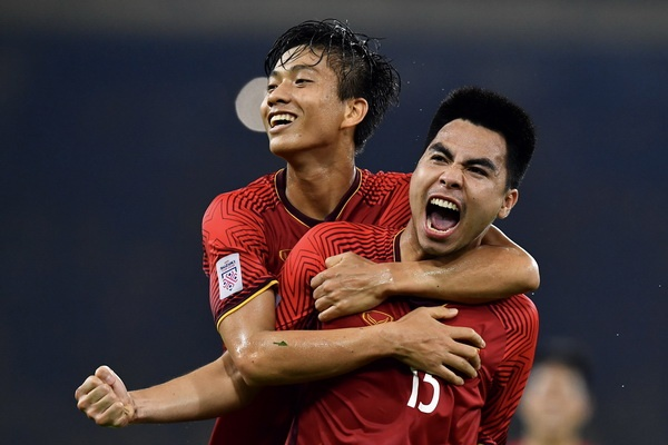 Viet Nam vs Malaysia: Vong nguyet que danh cho the he vang hinh anh