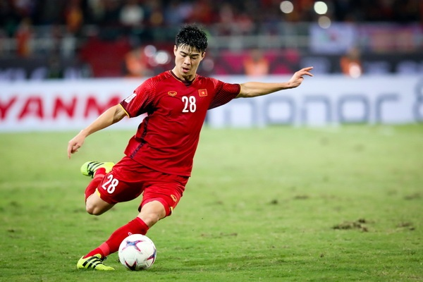 Duy Manh giao luu truc tuyen voi Zing.vn truoc them Asian Cup 2019 hinh anh