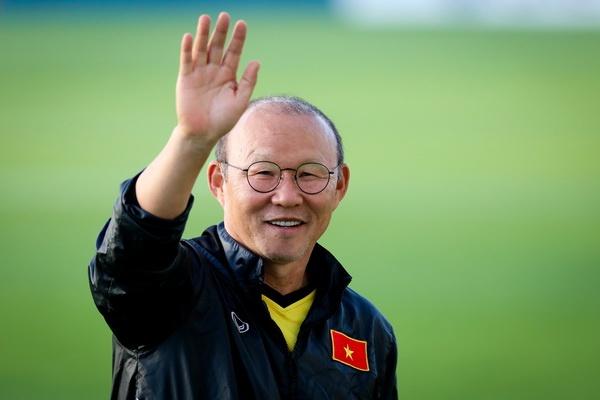 Thay Park cuoi rang ro khi phong vien Han Quoc toi xem tuyen Viet Nam hinh anh