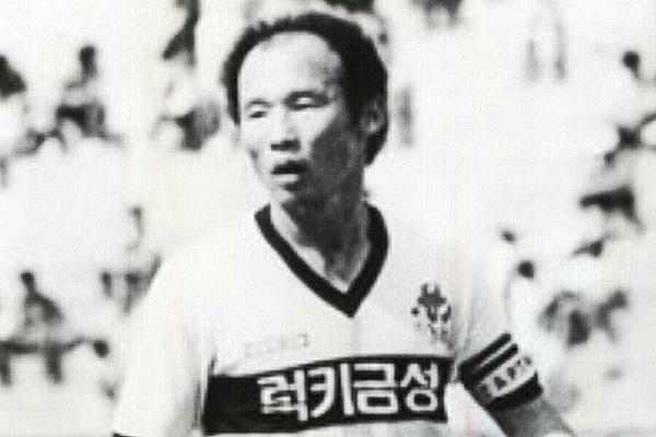 38 nam truoc, tien ve Park Hang-seo tung giup Han Quoc thang Nhat Ban hinh anh