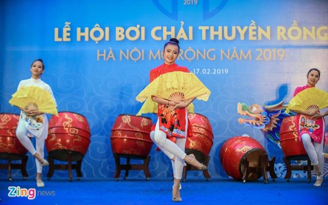 Khai mac le hoi boi chai thuyen rong Ha Noi mo rong tai Ho Tay hinh anh 1