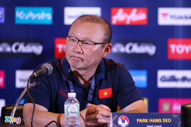Huấn luyện viên Park Hang-seo trả lời trong buổi họp báo. Ảnh: Minh Chiến.