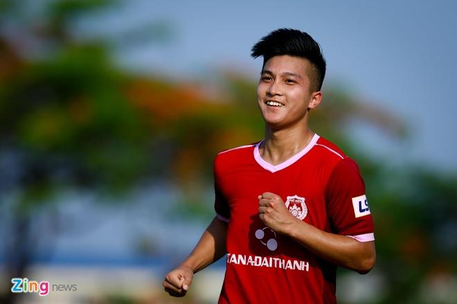 Viet kieu Martin Lo co du suc thay Quang Hai anh 1
