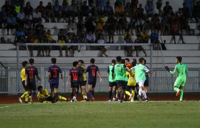 Phía sau cú đấm của U15 Thái Lan là sự bất lực của nền bóng đá