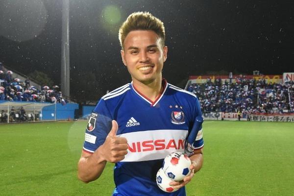 Doi truong Thai Lan sut xa ghi ban o J.League truoc tran gap Viet Nam hinh anh