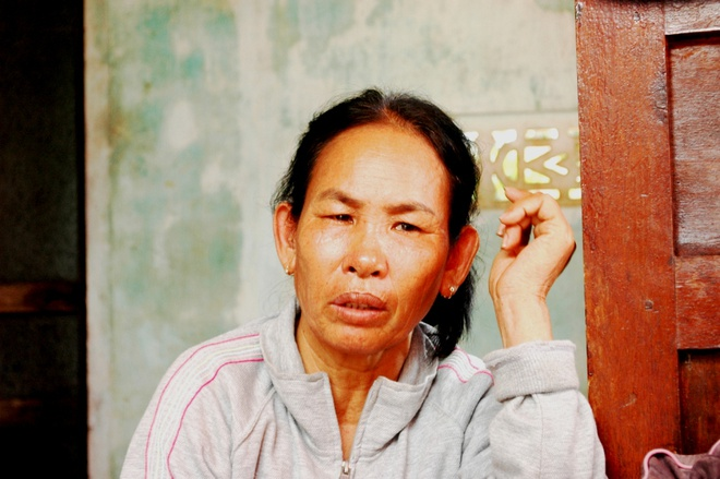 Mẹ chị Thơm (mang trong mình bệnh đau đầu kinh niên) ngất liên tiếp mấy lần khi nghe hung tin về con