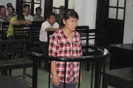 Nhung phien toa dong ky luc o Viet Nam hinh anh 1 Lê Thị Minh Trang trước vành móng ngựa. Ảnh: VietNamNet.