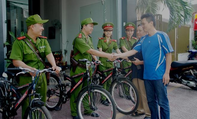 Canh sat Da Nang dap xe tuan tra, bat cuop hinh anh 8 Dẫn chứng cho hiệu quả từ mô hình CSKV đi xe đạp, Trung tá Nguyễn Văn Tiến cho hay: Ở phường  Hải Châu 2, khoảng 8-10 năm về trước từng là