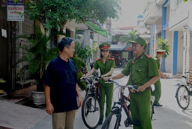 Canh sat Da Nang dap xe tuan tra, bat cuop hinh anh 7 Thượng úy Trần Ngọc Quốc Tuấn, chiến sỹ CSKV công an phường Hải Châu 2 cho biết:
