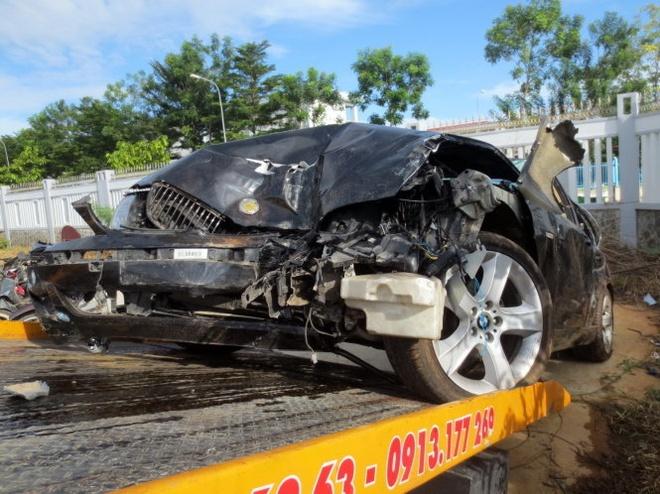 De nghi khoi to vu CSGT dam xe vao doan cong tac hinh anh 2 Chiếc BMW đã nát bét sau tai nạn
