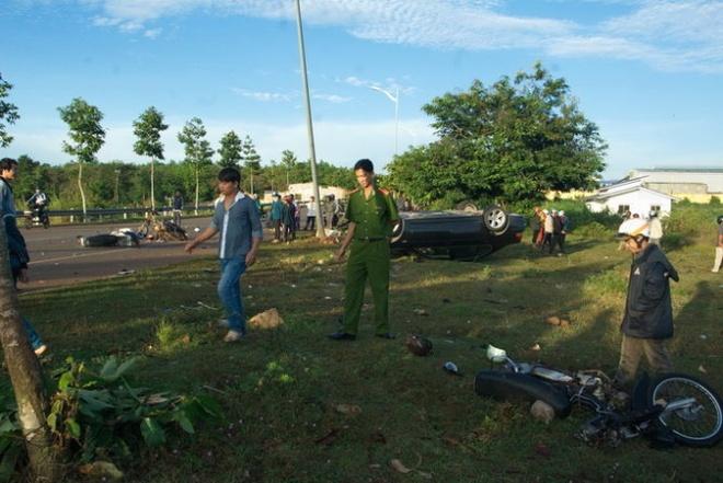 De nghi khoi to vu CSGT dam xe vao doan cong tac hinh anh 1 Chiếc BMW đã nát bét sau tai nạn.