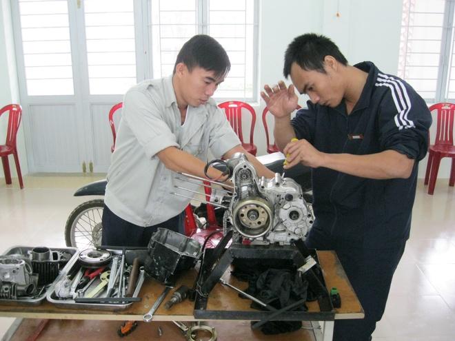 Noi cai nghien co phong massage, xong hoi hinh anh 10 Thực hành nghề sửa xe máy