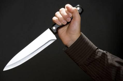 Bi ep uong ruou, 9X rut dao dam chet ban nhau hinh anh